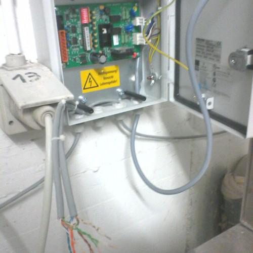 Ein Blick ins Innenleben eines Waschmaschinensteuergeräts.
