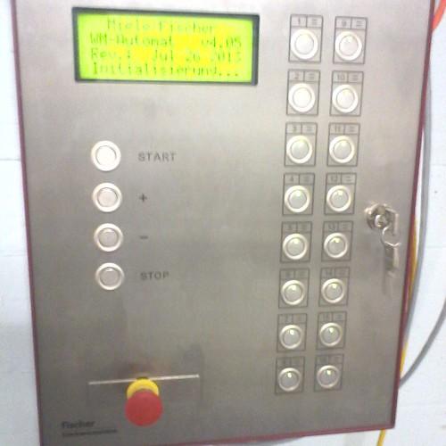 Das Hauptsteuergerät, mit dem die Waschmaschinen und Trockner gestartet werden